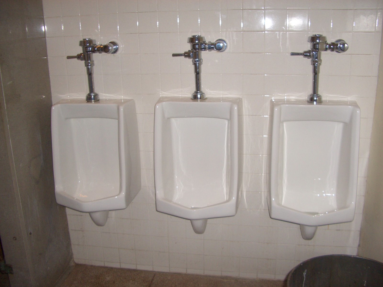 I Hate Urinals (Public Restroom Hate Thread)
